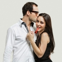 6 Ways to Attract Men – How to Catch His Attention And Send the Right Message
