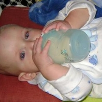 How to Introduce A Bottle to Your Breastfed Baby