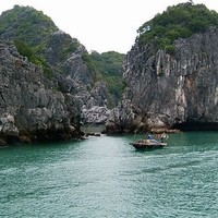 Relax In the Tranquil Lan Ha Bay